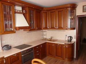 Кухня с фасадом Массив-009