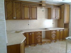 Кухня с фасадом Массив-012