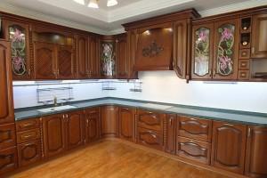Кухня с фасадом Массив-018